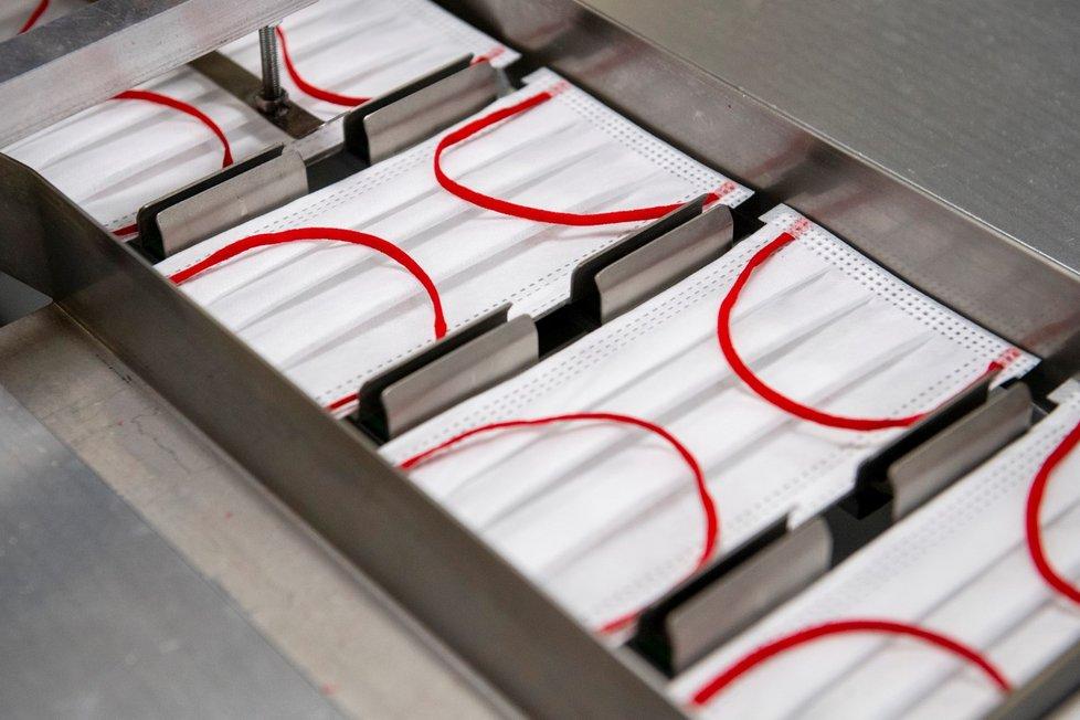 Firma Batist Medical z Červeného Kostelce na Náchodsku je výrobcem nanoroušek, distributorem a výrobcem obvazových materiálů, operačních setů a dalšího zdravotnického materiálu (říjen 2021)