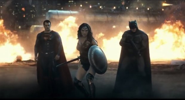 Wonder Woman zachraňuje Batmana i Supermana