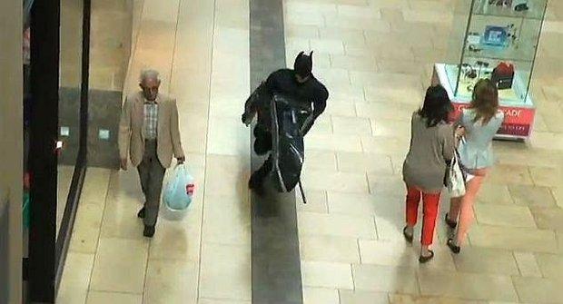 Skutečného Batmana definují činy zralé na blázinec