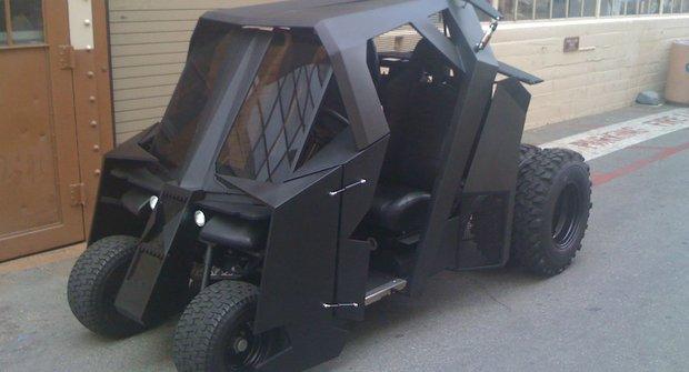Temný rytíř Batman si pořídil obrněný golfový vozík