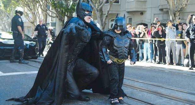 Batkid začíná: V San Francisku mají skutečného malého Batmana