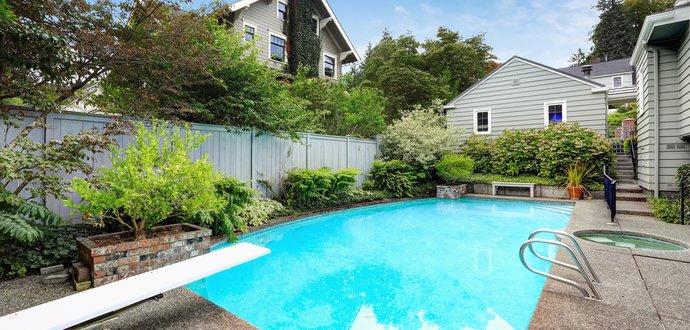 Čistěte svůj bazén správně: návod, jak na průzračnou lagunu