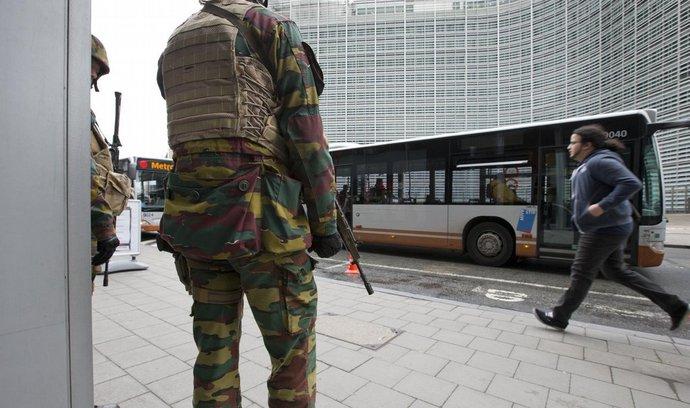 Belgičtí vojáci hlídkují u sídla Evropské komise