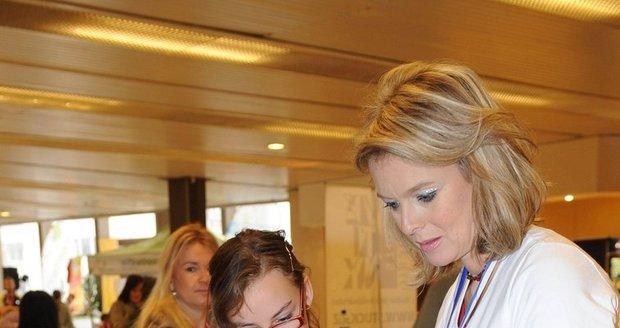Herečka se zúčastnila velkého finále projektu Hejbejte se a zpívejte s Hankou a Novou cvičitelky Hanky Kynychové