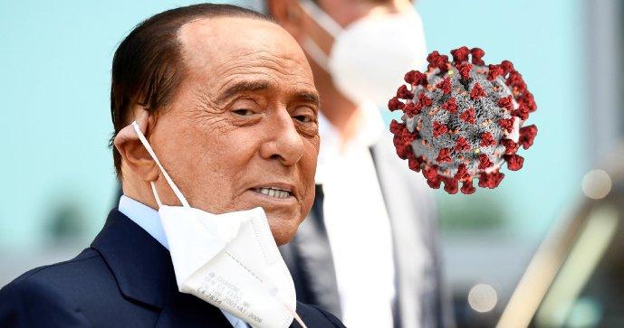Bývalý italský premiér Silvio Berlusconi opustil po vyléčení kliniku v Miláně.