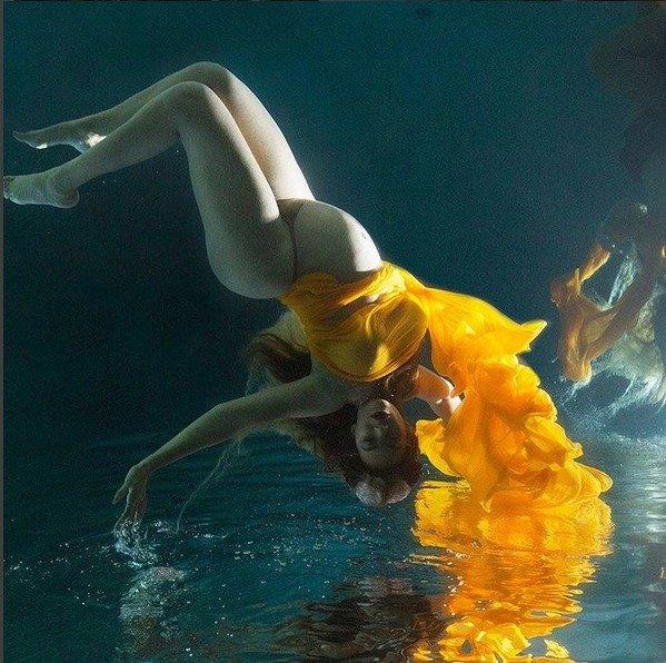 Beyoncé pózuje s těhotenským bříškem. Ceká dvojčata.