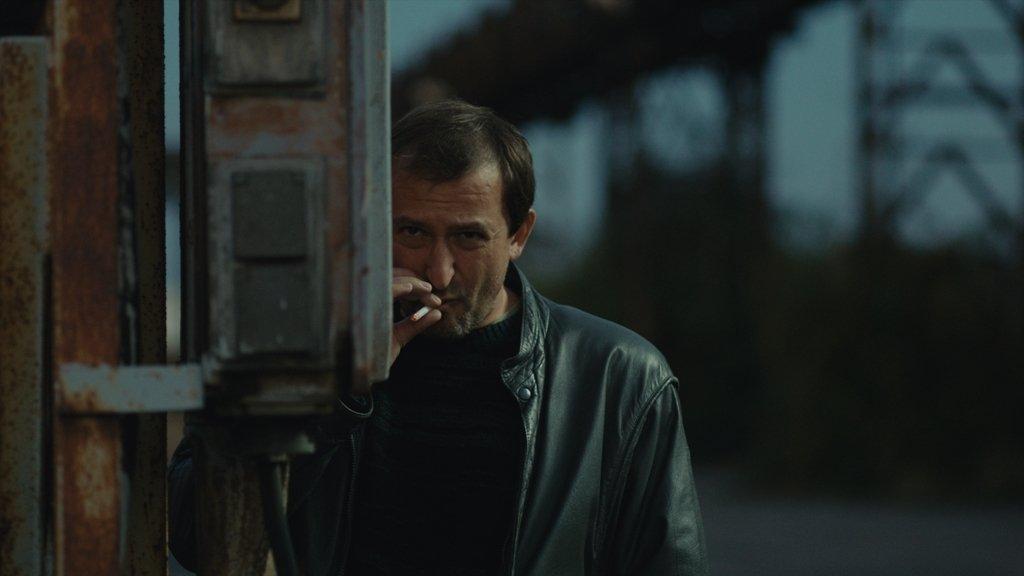 BERG (MARTIN HOFMANN) - Bývalý kriminalista, který se dosud nezbavil starých pracovních návyků. Moc toho nenamluví a má svá tajemství. Vlach je pro něj víc než jen nadřízený.