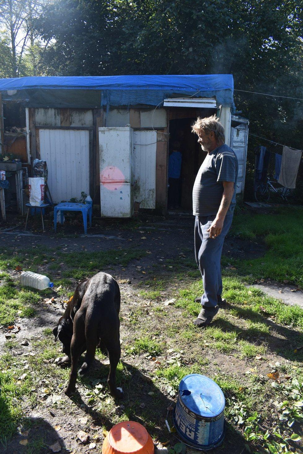 S ochránci zvířat v bezdomoveckých koloniích.