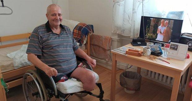 Libor se usmívá. Už není bezdomovec, má péči, postel a chce svůj život otočit o 180 stupňů.