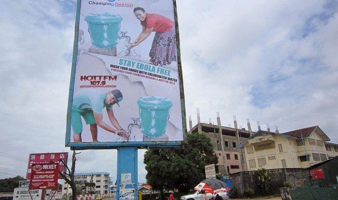 Billboard, který upozorňuje obyvatele Libérie, aby důsledně dodržovali hygienu