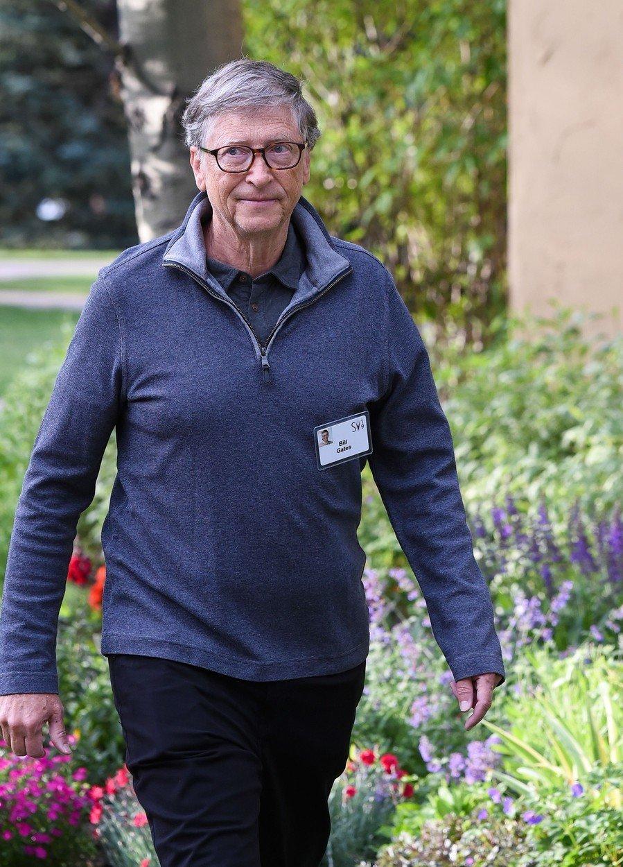 Pokud jste chudší než Elon Musk, měli byste se asi bitcoinu vyvarovat, řekl Bill Gates. Tvrdí, že on sám žádný nevlastní ani neshortuje, zastává prý vůči kryptoměně neutrální postoj. Přesto upozorňuje na její energetickou náročnost. Fungování bitcoinu také údajně může napomáhat kriminálním aktivitám.