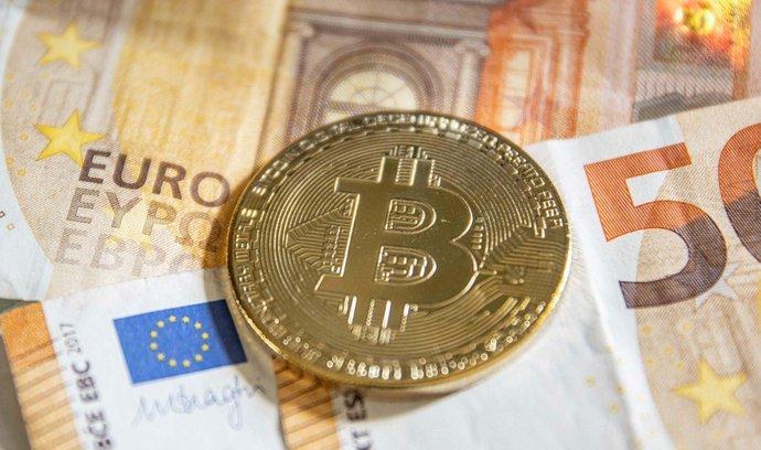 Bitcoin láme cenové rekordy a část investorů výše jeho kurzu odrazuje od nákupů.