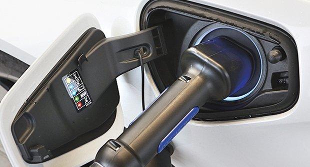 Auto v nabíječce: Tankujeme elektromobil