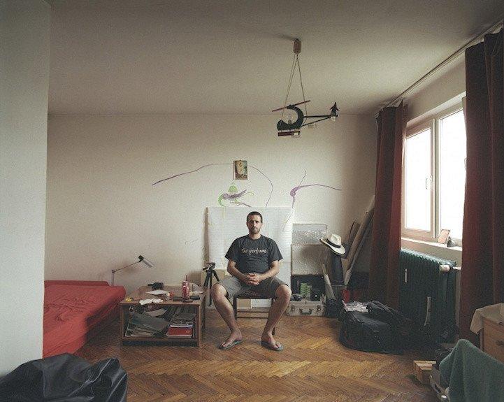 Fotografie z desátého patra je autorovým autoportértem. 10. patro, byt č. 52 - Bogdan Girbovan