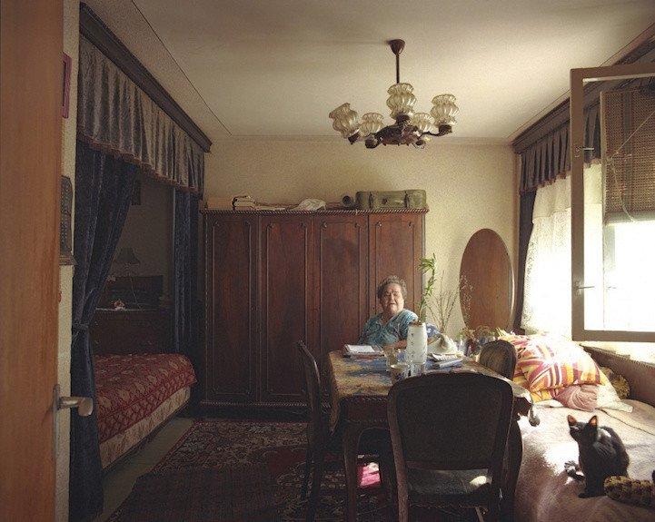 5. patro, byt č. 27 - paní Suhariuc Ioana. V bytě žije od roku 1967, sama od roku 1982.