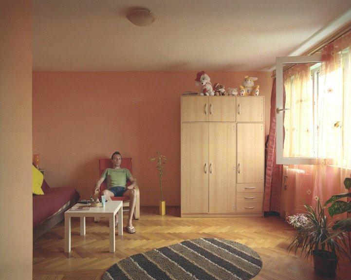 4. patro, byt č. 22 - muž, který nechtěl uvádět jméno. V bytě žije se svou přítelkyní.