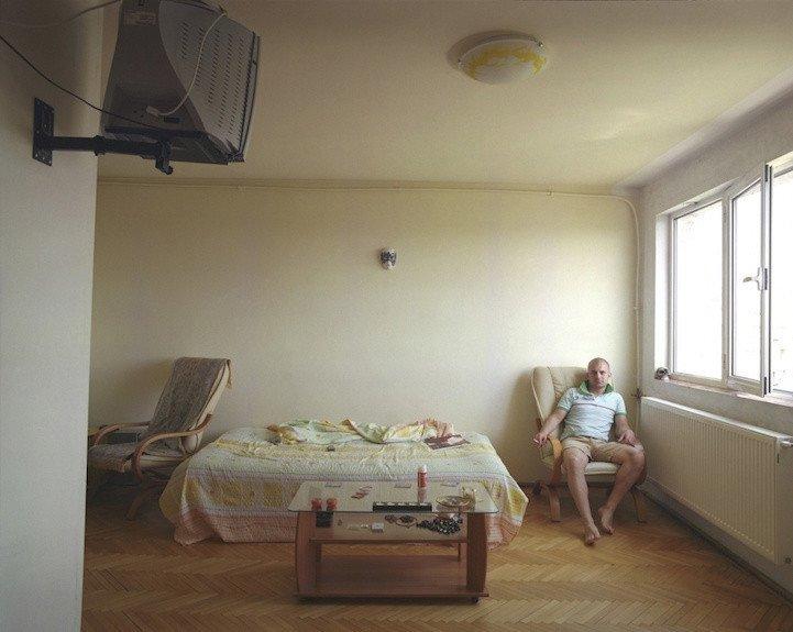 7. patro, byt č. 37 - Ionut. V bytě žije sám.