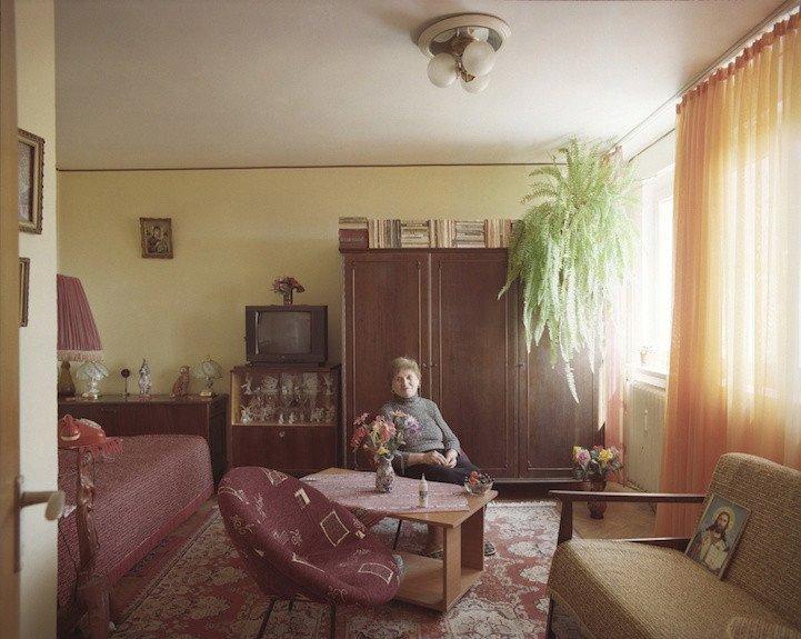 9. patro, byt č. 47 - paní Bita. V bytě žije od roku 1967, sama od roku 1996