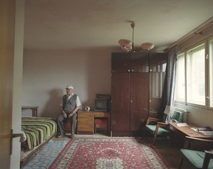 3. patro, byt č. 17 - byt na prodej, na snímku správce doma Cojanu Ilie.