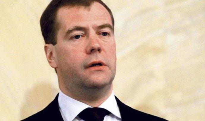 Bohužel, a to je náš největší problém, často nedodržujeme ani ty nejdůležitější zákony, řekl na adresu selhání bezpečnostních opatření před výbuchem na letišti Domodědovo ruský prezident Dmitrij Medveděv.