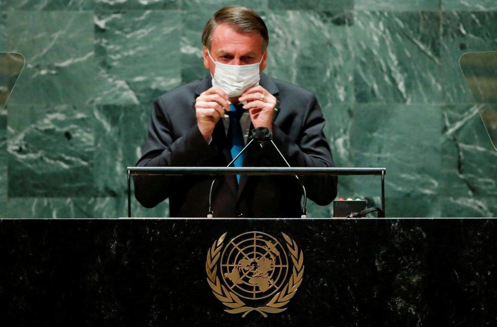 Brazilský prezident Bolsonaro v OSN: Bez roušky a rozestupů.