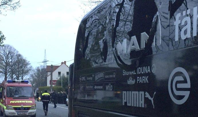 Autobus fotbalistů Borussie Dortmund poškozený výbuchem