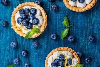 Modrá je dobrá! Vyberte si jeden ze 70 borůvkových tipů na dezert a užijte si dary lesa naplno