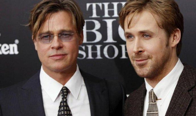 Brad Pitt a Ryan Gosling na premiéře filmu Sázka na nejistotu.