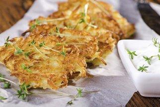 Recept na bramboráky desetkrát jinak! Vyzkoušejte tradiční cmundu nebo bramborák se zelím a slaninou