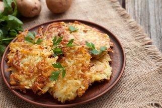 Křupavé bramboráky, které se vždycky povedou: Babiččin recept musíte zkusit!