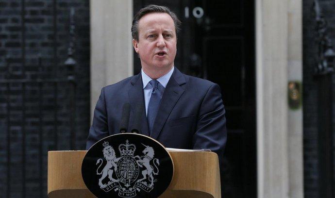 V uniklých dokumentech figuruje i jméno otce dosavadního premiéra Davida Camerona