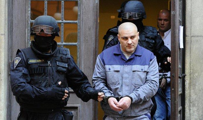 Brněnský krajský soud poslal na 19 let do vězení Radka Sobotku a Tomáše Trkana (vpředu) za to, že v červnu 2010 zavraždili v Brně Michala Tofla
