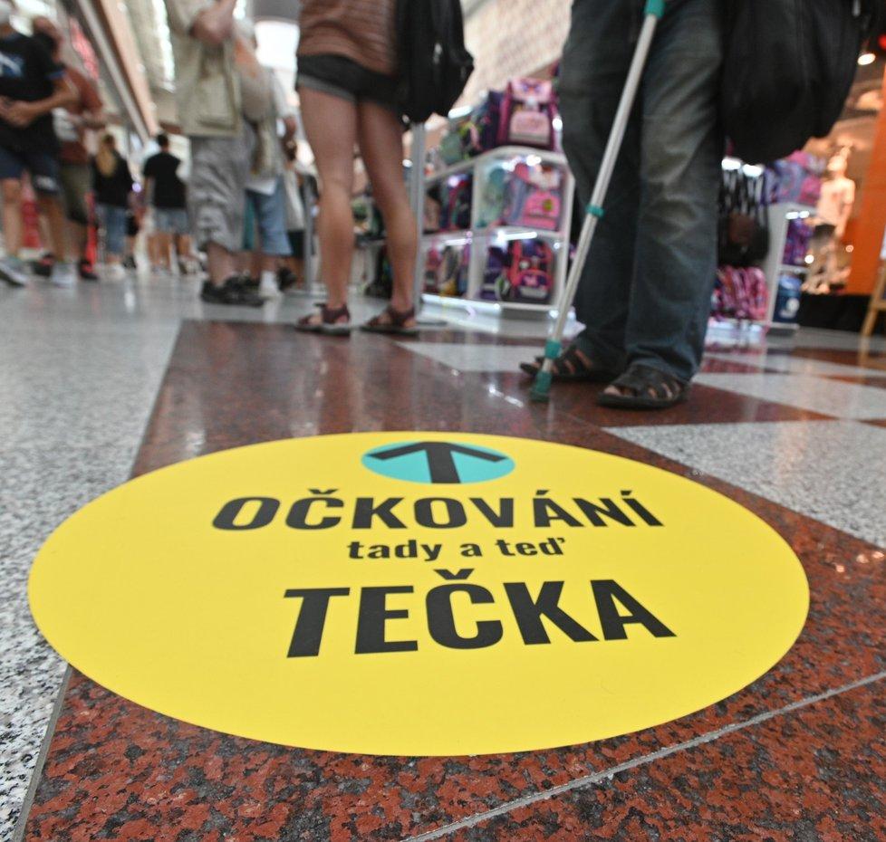 Očkovací centrum bez registrace v brněnském nákupním centru Olympia.