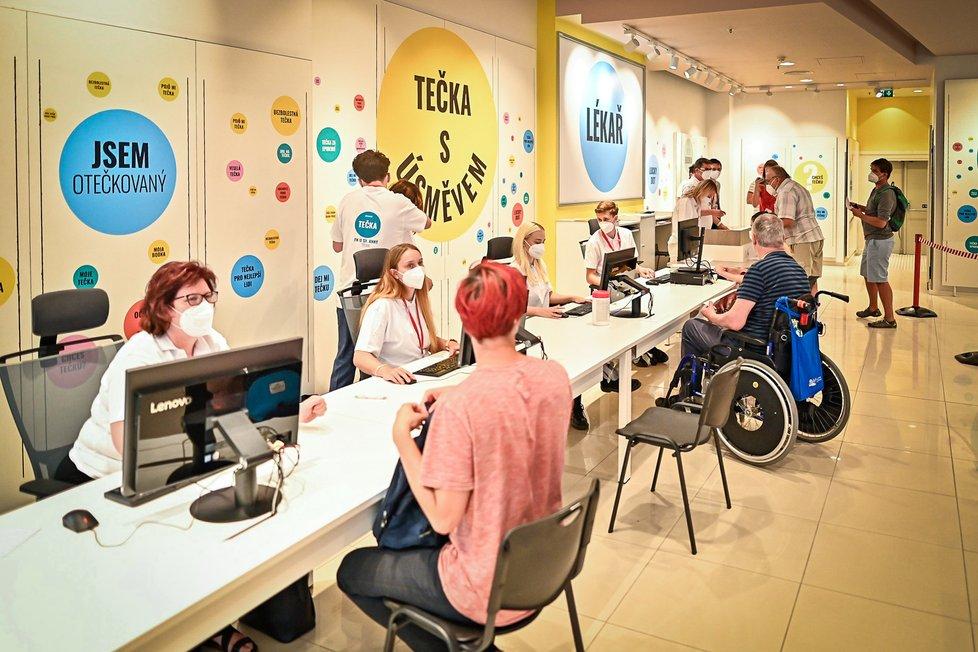 Očkovací centrum v Brně v nákupním centru Olympia (21. 7. 2021)