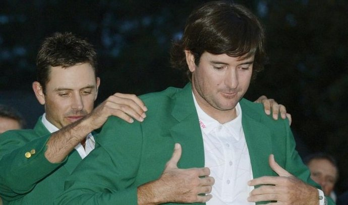 Bubba Watson si obléká zelené sako