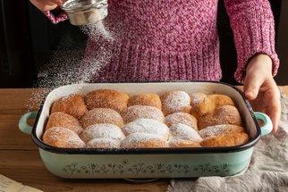 Tradiční a české: 7 receptů na nadýchané rohlíčky, buchty, koláče i vdolky