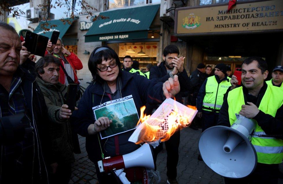 Protest proti covid opatřením v bulharské Sofii (20.10.2021)