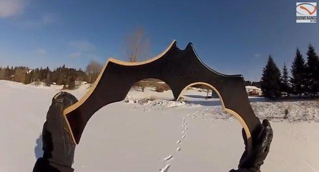 Skutečný batarang se vrací do ruky! Batman by žárlivostí zčernal