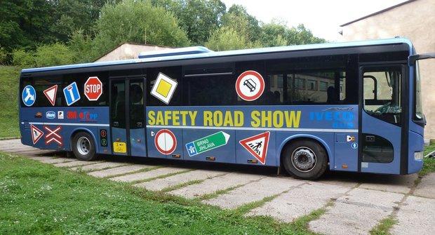 Herna na kolech: Autobus plný trenažérů