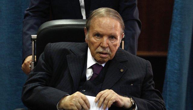 Zemřel alžírský exprezident Buteflika: Po infarktu byl na vozíku, s teroristou Šakalem vyjednal propuštění rukojmích