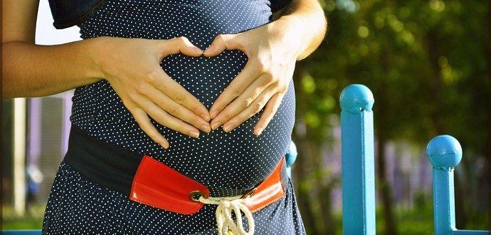 Prehľad byliniek, ktoré pomáhajú či škodia v tehotenstve