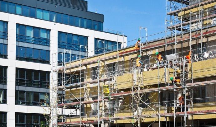 Čtvrtinu nových bytů, které se postaví v Praze, skupují investoři v neveřejných předprodejích.