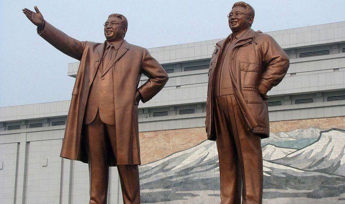 Bývalí vůdci KLDR Kim Ir-sen (vlevo) a Kim Il-Čong