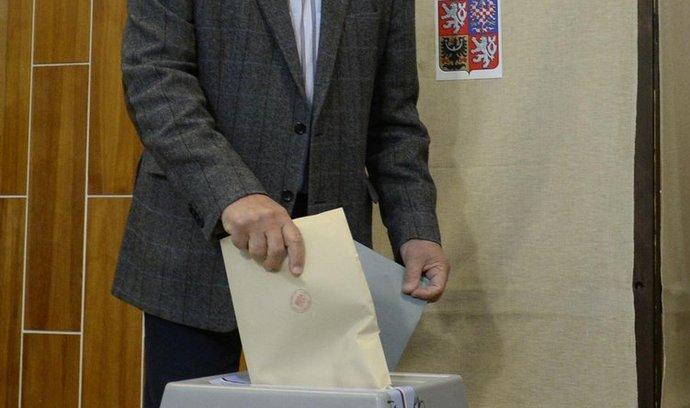 Bývalý prezident Václav Klaus odevzdal 11. října v Praze svůj hlas v komunálních volbách.