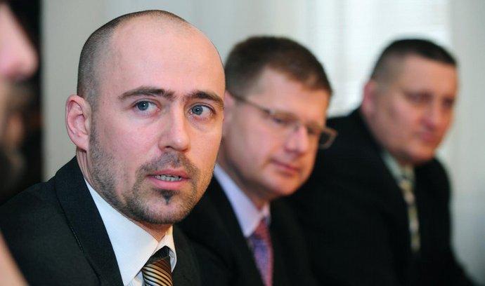 Bývalý ředitel Agentury pro sociální začleňování v romských lokalitách Martin Šimáček (vlevo)