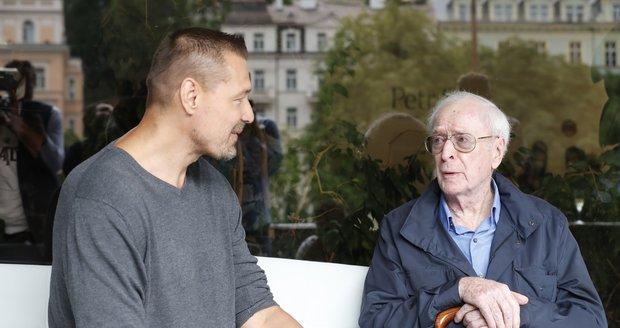Petr Jákl a Michael Caine po projekci Žižky