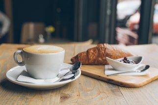Mléčná pěna jako z kavárny i bez šlehače: Připravte si perfektní domácí latte!