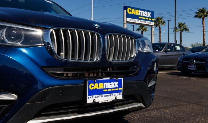 Největší americký dealer ojetých automobilů CarMax stabilně roste