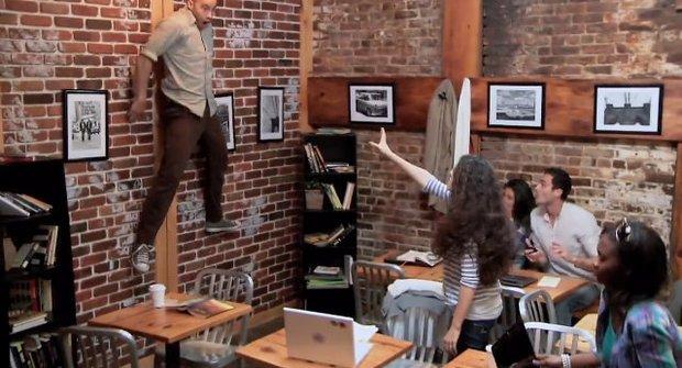 Hororový žertík v kavárně vyděsil zákazníky