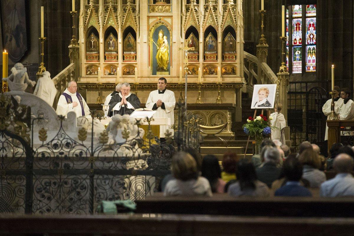 Zádušní mši sloužil kardinál Duka.